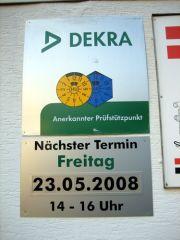Schild im CD der Dekra